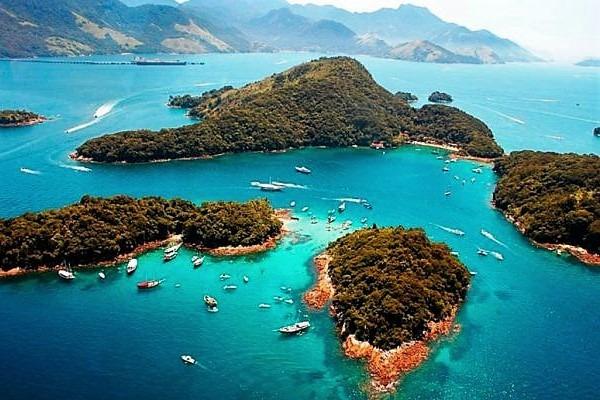 Angra dos Reis hat 365 vorgelagter Inseln, perfekt zum Tauchen oder Schnorcheln