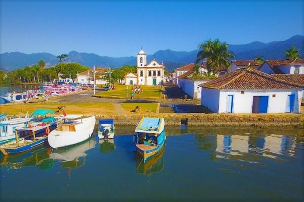 mit renovierten Fischerbooten zu den Inseln tuckern