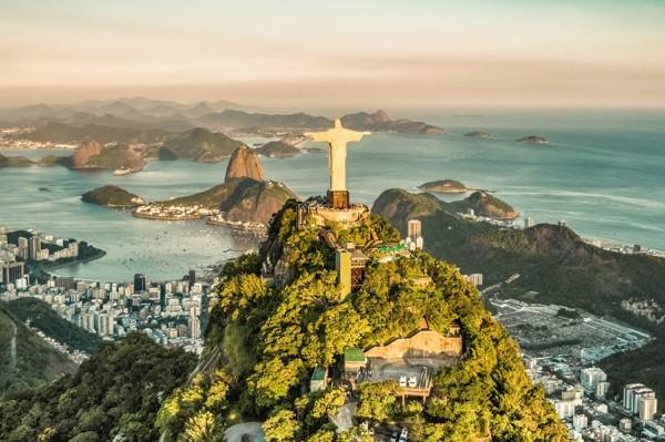 Golfpaket Olympia stadt Rio de Janeiro mit der Christusstatue und dem Zuckerhut im Hintergrund.