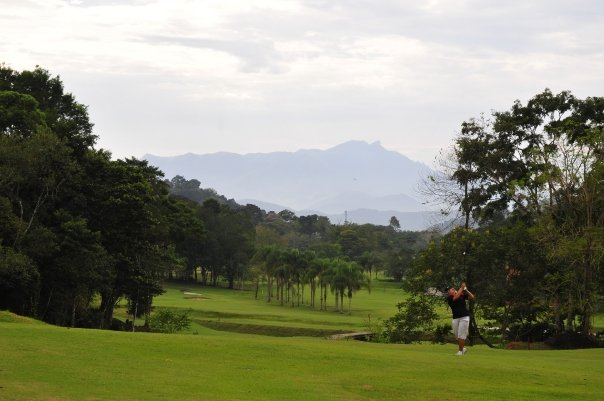 Der Frade Golfplatz führt in den Atlantischen Regenwald