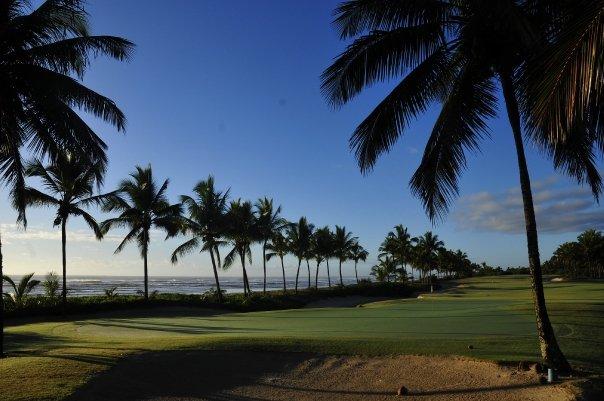 Das letzte Loch am Praia Do Forte Golfclub läuft entlang der Strandes