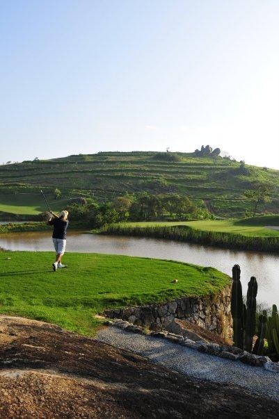 Abschlag vom Loch 16 in Vista Verde Golfclub