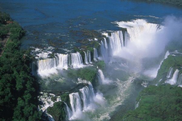 Golfpaket Iguassu mit den Wasserfaellensse und 255 kleine Wasserfälle