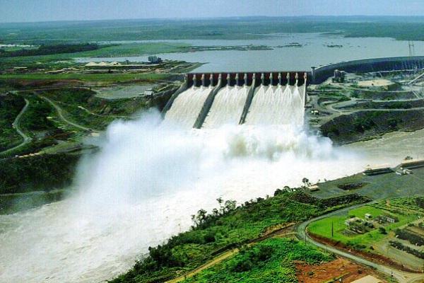 Der Staudamm mit dem Wasserkraftwerk Itaipu ist einer der grössten der Welt.