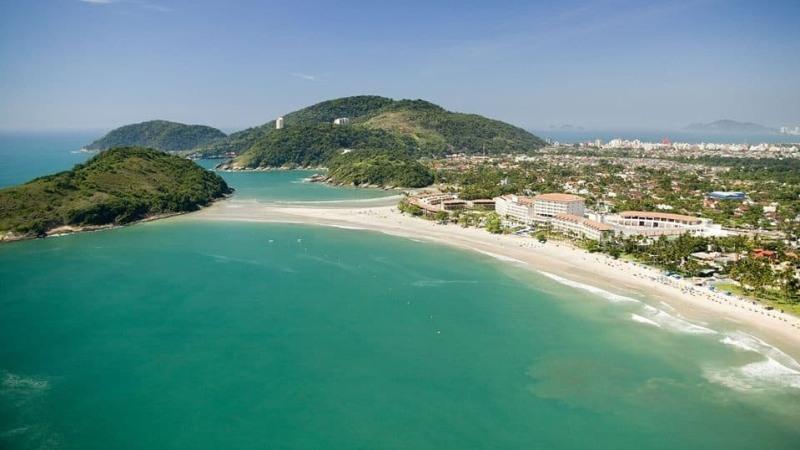 Strand Pernambuco auf der Insel Guaruja